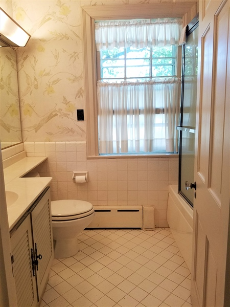 Real Estate Photography - 12 Cragmere Rd, Wilmington, DE, 19809 - Bathroom offers a jetted tub