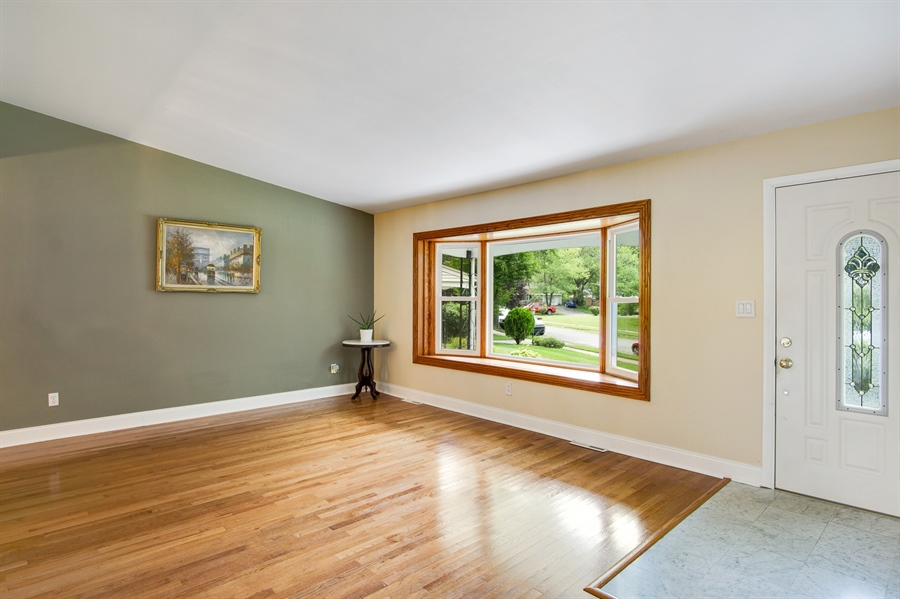 Real Estate Photography - 2129 Largo Rd, Wilmington, DE, 19803 - Bright and airy living room