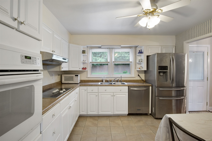 Real Estate Photography - 2129 Largo Rd, Wilmington, DE, 19803 - Updated kitchen