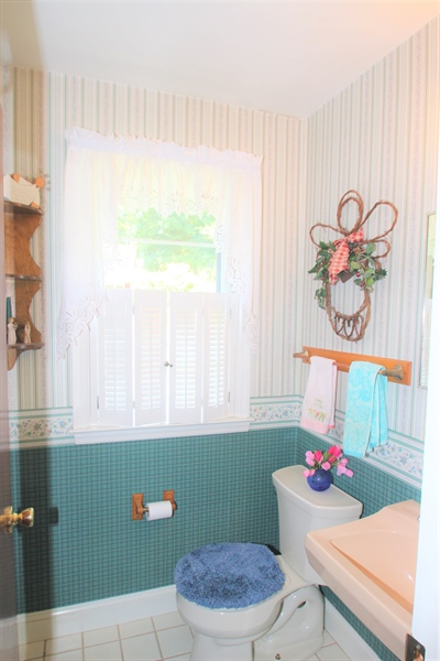 Real Estate Photography - 7 Balanger Rd, Newark, DE, 19711 - Powder Room