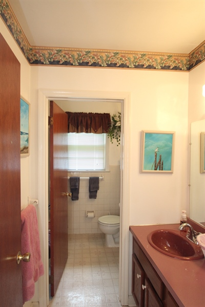 Real Estate Photography - 7 Balanger Rd, Newark, DE, 19711 - Full Bath