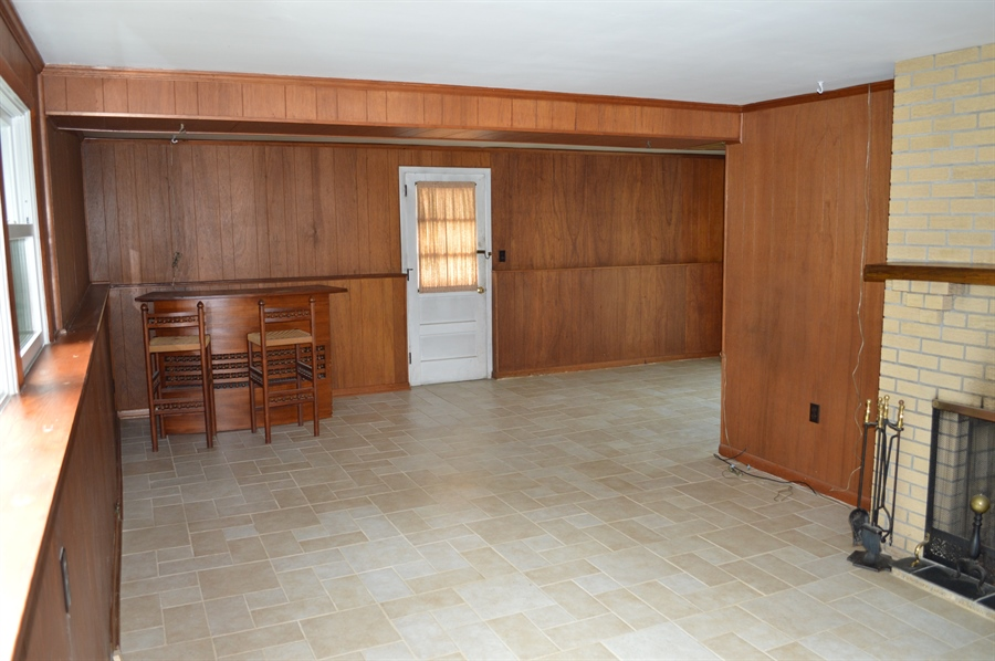 Real Estate Photography - 2403 McCawber Dr, Wilmington, DE, 19808 - Large Family Room