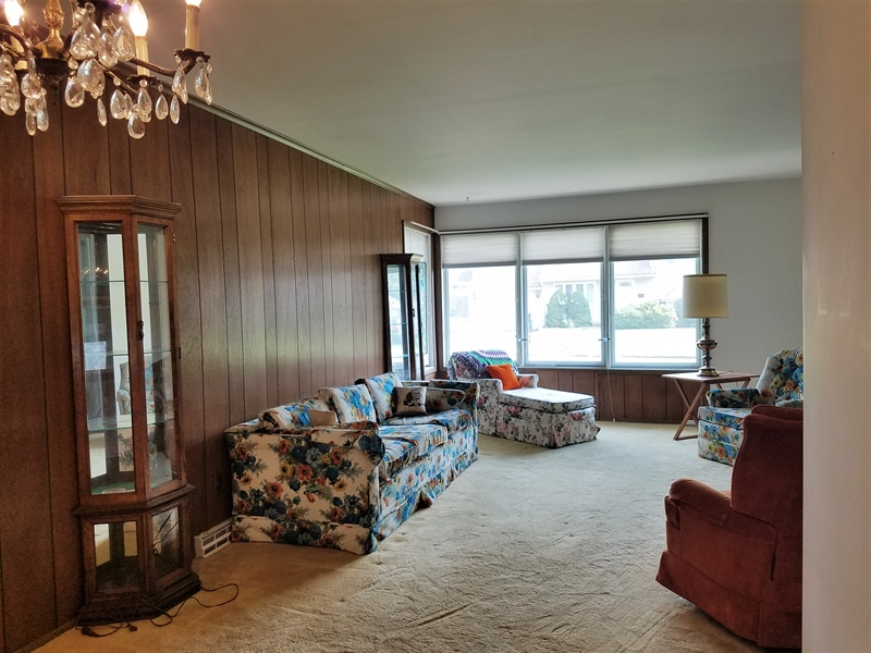 Real Estate Photography - 98 S Avon Dr, Claymont, DE, 19703 - Living room