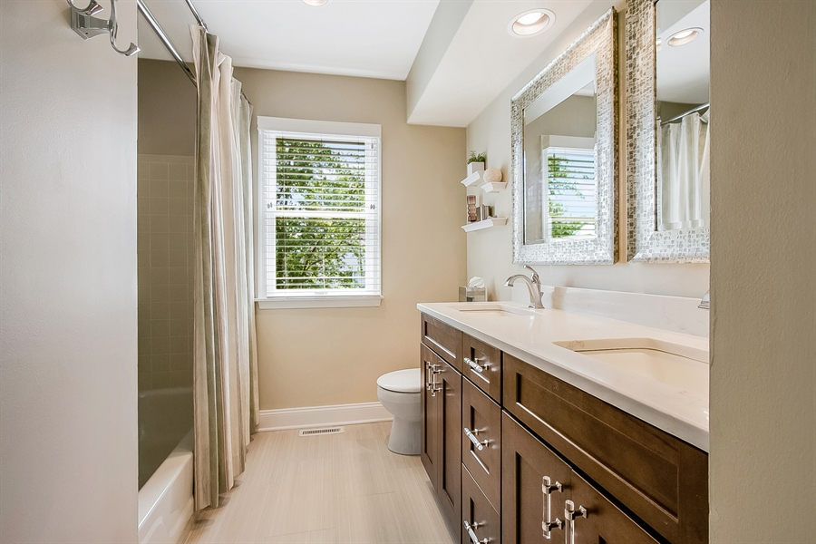 Real Estate Photography - 204 S Pond Rd, Hockessin, DE, 19707 - Beautifully Updated Hall Bath w/NewTile,Vanity,etc