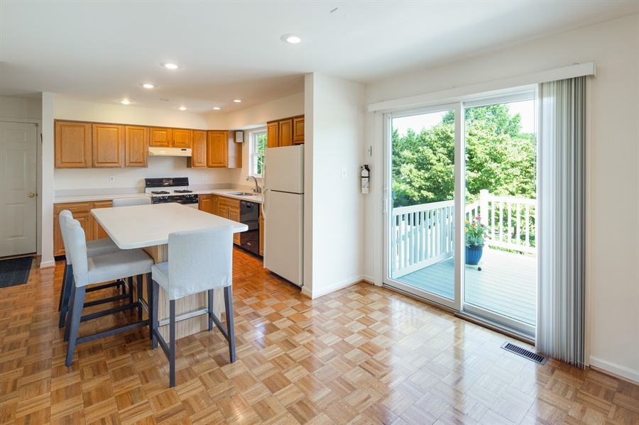 Real Estate Photography - 156 Long Dr, Elkton, MD, 21921 - Bright Eat -In Kitchen