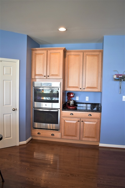 Real Estate Photography - 503 Maiden Ct, Middletown, DE, 19709 - Gourmet Double Ovens
