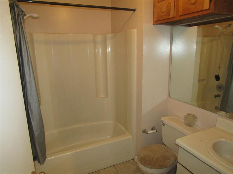 Real Estate Photography - 11 Schuyler Ct, Newark, DE, 19702 - 2nd Level Full Bath