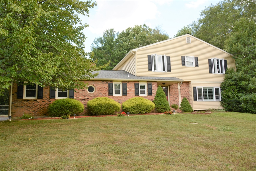 Real Estate Photography - 200 Saturn Dr, Newark, DE, 19711 - 4bd/2.1ba on Almost 1 Acre in North Star!
