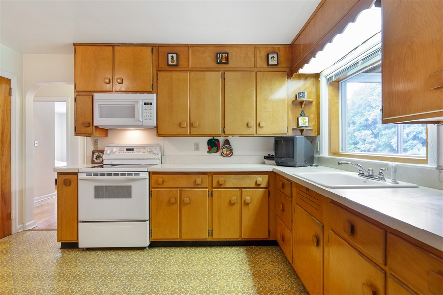 Real Estate Photography - 7 Council Trl, Wilmington, DE, 19810 - Kitchen with good cabinet space
