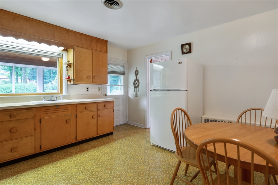 Real Estate Photography - 7 Council Trl, Wilmington, DE, 19810 - Eat-in kitchen