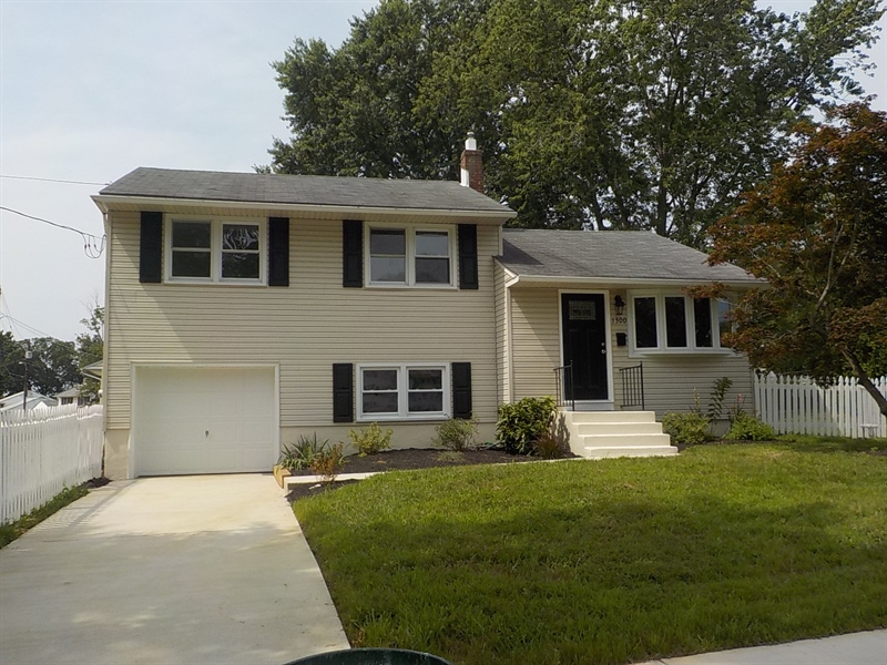 Real Estate Photography - 1300 Kenwood Rd, Wilmington, DE, 19805 - Location 1