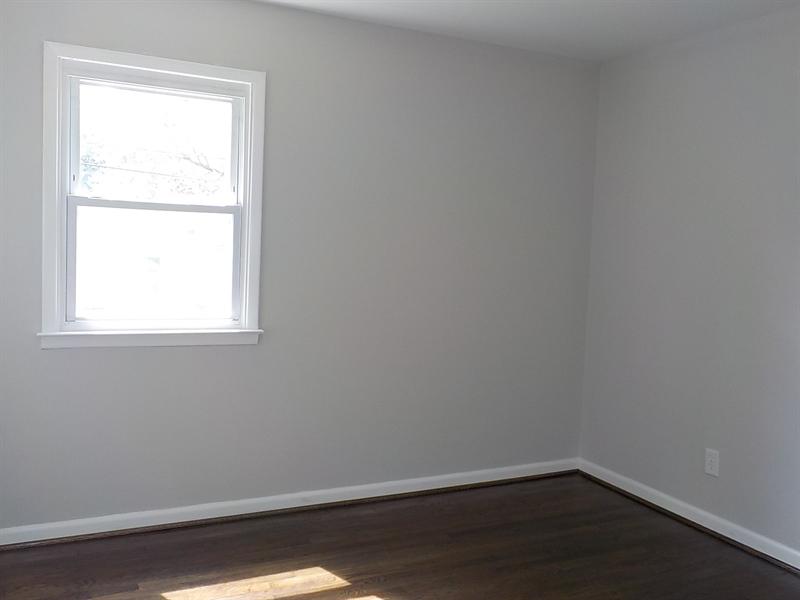 Real Estate Photography - 1300 Kenwood Rd, Wilmington, DE, 19805 - Master Bedroom