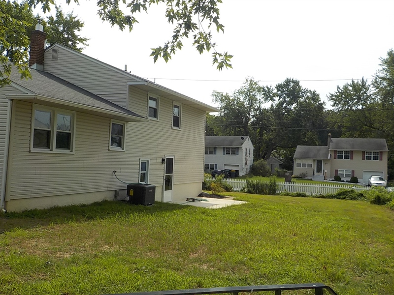 Real Estate Photography - 1300 Kenwood Rd, Wilmington, DE, 19805 - Rear Yard