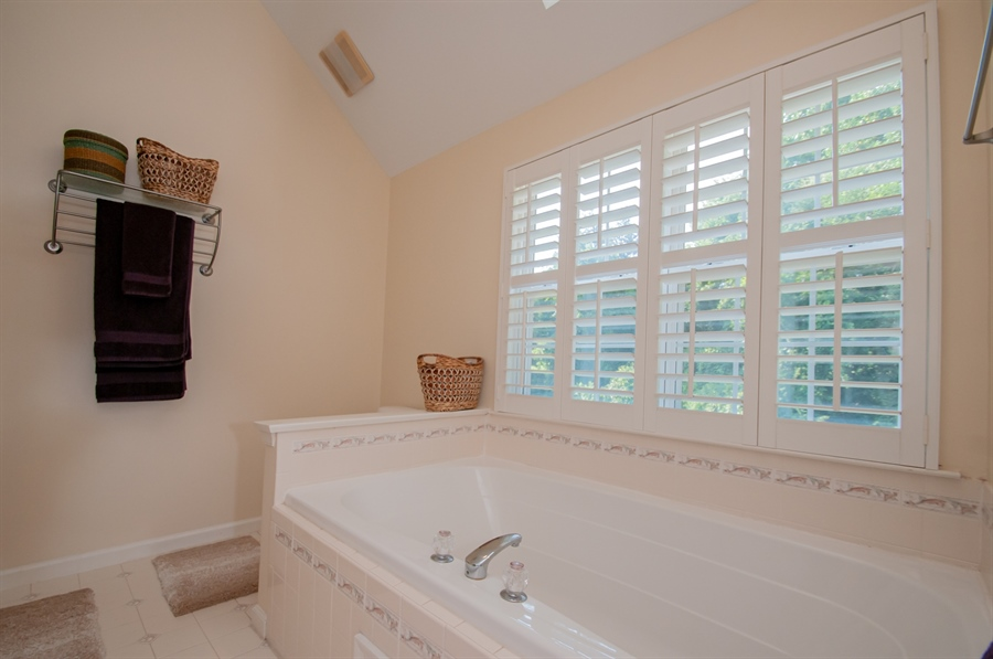 Real Estate Photography - 2 Lynam Lookout Dr, Newark, DE, 19702 - ...and tub as well as shower.