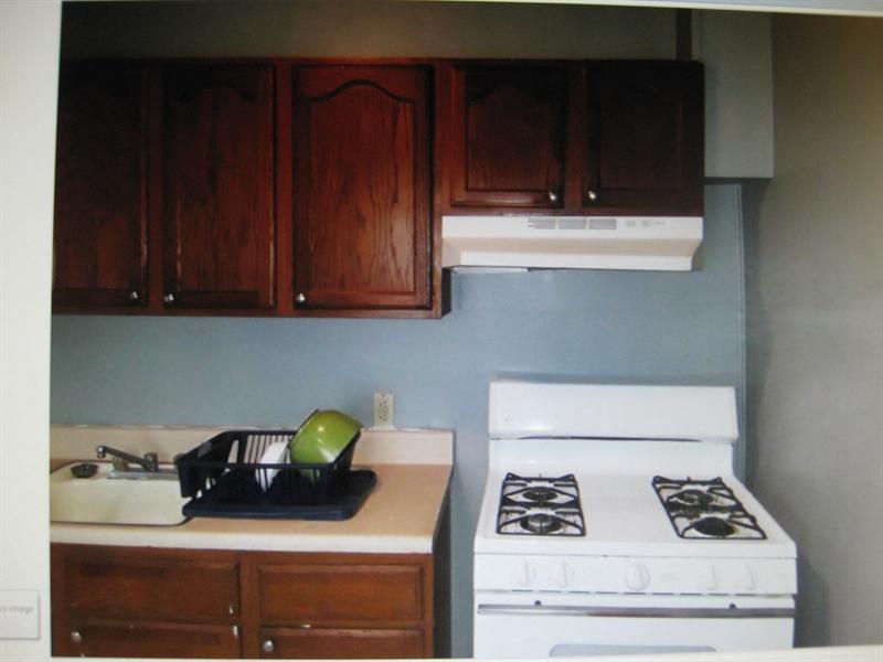 Real Estate Photography - 2410 Lamotte St, Wilmington, DE, 19802 - Gas Cooking