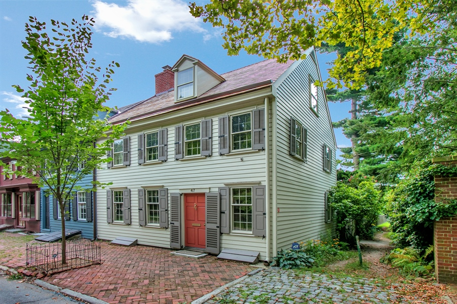 Real Estate Photography - 47 E 2nd St, New Castle, DE, 19720 - Home Built in 1802 By John Aull