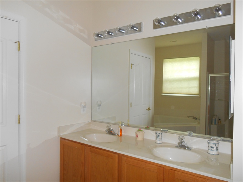 Real Estate Photography - 64 Buntings Mill Ct, Selbyville, DE, 19975 - Master Bath