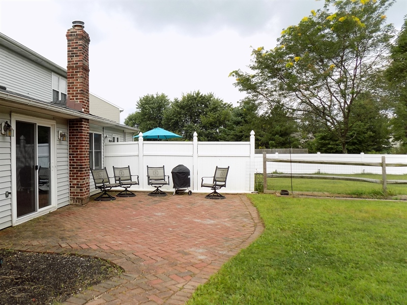 Real Estate Photography - 1128 Red Barn Ln, Quakertown, PA, 18951 - Back patio