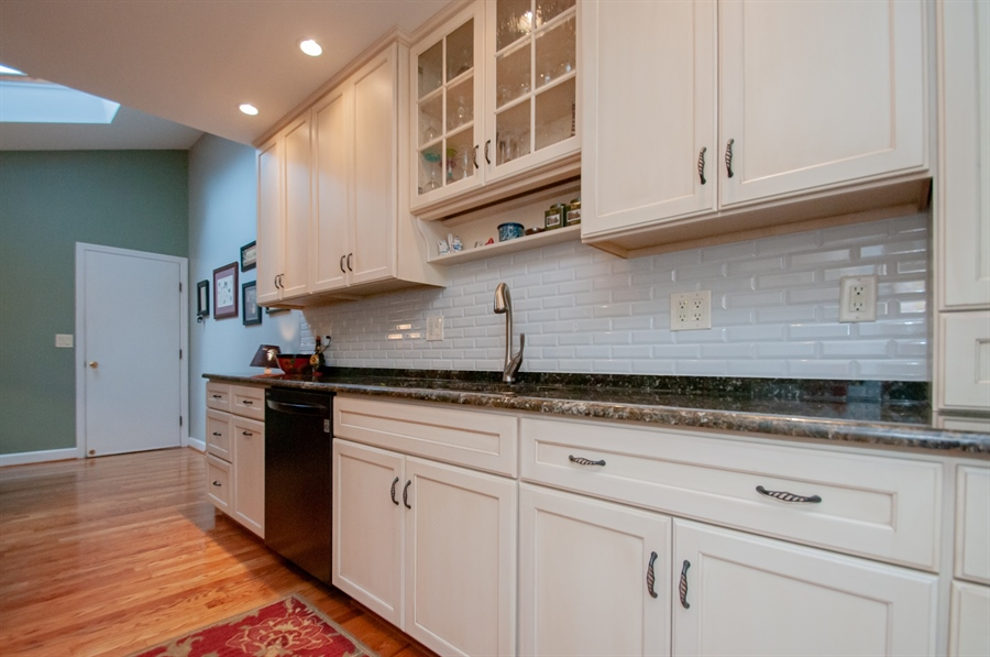 Real Estate Photography - 10 Laurel Ct, Wilmington, DE, 19808 - Beautiful Soft White Cabinets