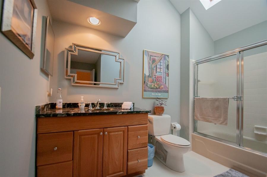 Real Estate Photography - 10 Laurel Ct, Wilmington, DE, 19808 - Hall Bath