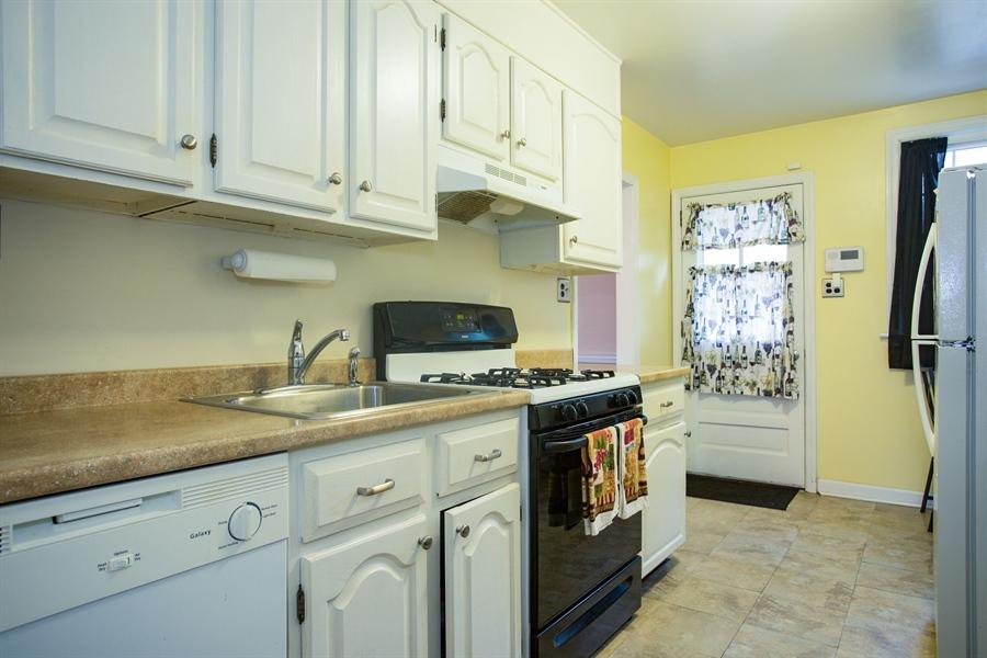 Real Estate Photography - 1002 Coyne Pl, Wilmington, DE, 19805 - Kitchen