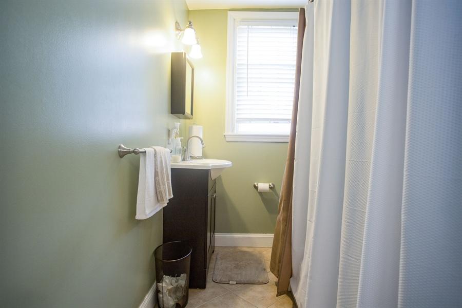 Real Estate Photography - 1002 Coyne Pl, Wilmington, DE, 19805 - Full Bath
