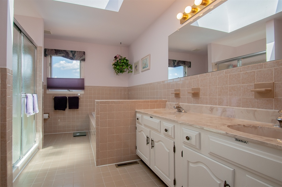 Real Estate Photography - 205 Louis Ln, Hockessin, DE, 19707 - Owners Master Bath