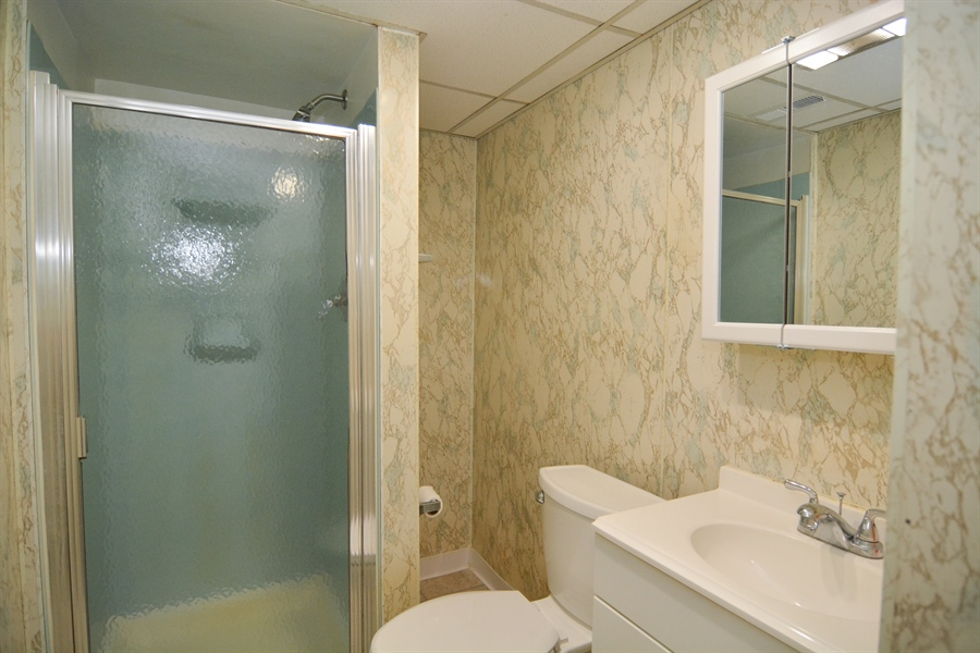 Real Estate Photography - 178 Wiltshire Rd, Claymont, DE, 19703 - Ground level en suite Bath