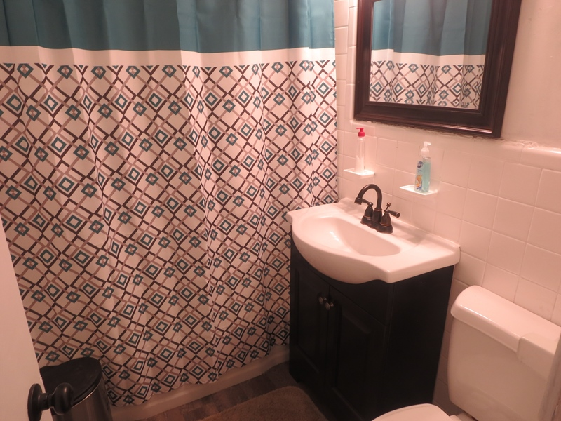 Real Estate Photography - 32 Chesterfield Dr, New Castle, DE, 19720 - Bathroom