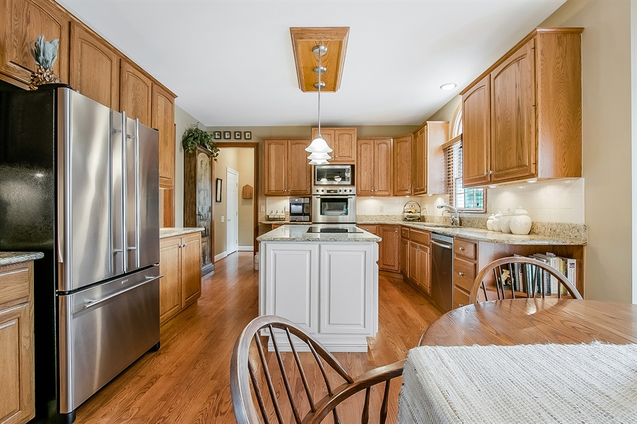 Real Estate Photography - 525 Ridgeview Dr, Hockessin, DE, 19707 - Great Kitchen w/Island, Granite & SS Appliances