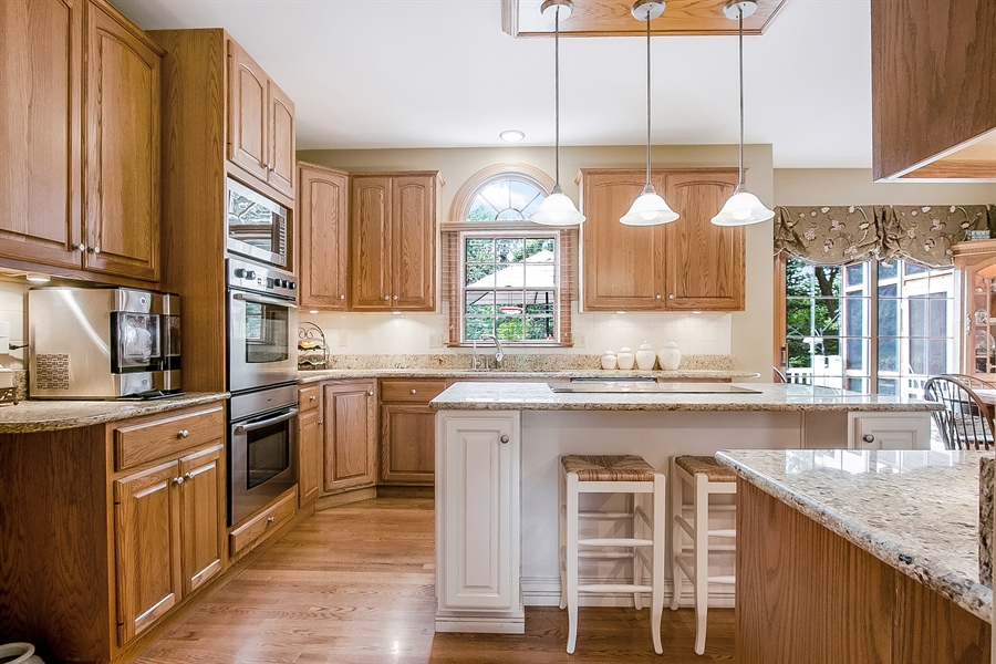 Real Estate Photography - 525 Ridgeview Dr, Hockessin, DE, 19707 - Pretty Circle Top Window Over Sink w/Backyard View