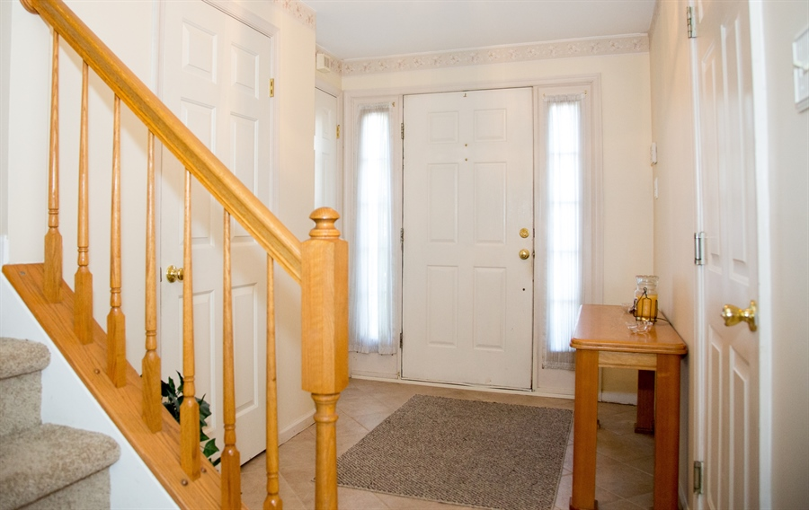 Real Estate Photography - 11 Wisteria Dr, Newark, DE, 19702 - Entry foyer