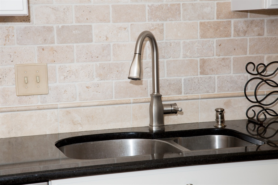 Real Estate Photography - 11 Wisteria Dr, Newark, DE, 19702 - Deep SS sink w/sound deadening & pull out faucet!