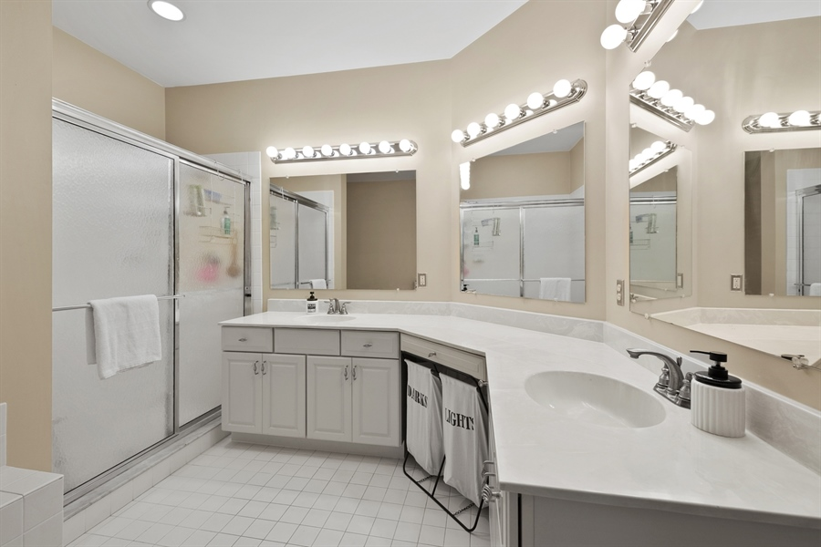 Real Estate Photography - 30 Fall Brooke Rd, Newark, DE, 19711 - Master Bath w/ Double Vanity & Jetted Tub