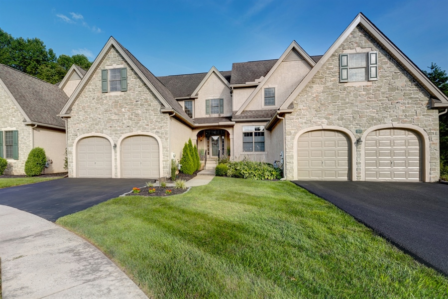 Real Estate Photography - 30 Fall Brooke Rd, Newark, DE, 19711 - Lovely Stone & Stucco Carriage Home