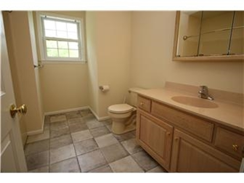 Real Estate Photography - 622 Creek Rd, Kennett Square, PA, 19348 - Upstairs Hall Full Bath