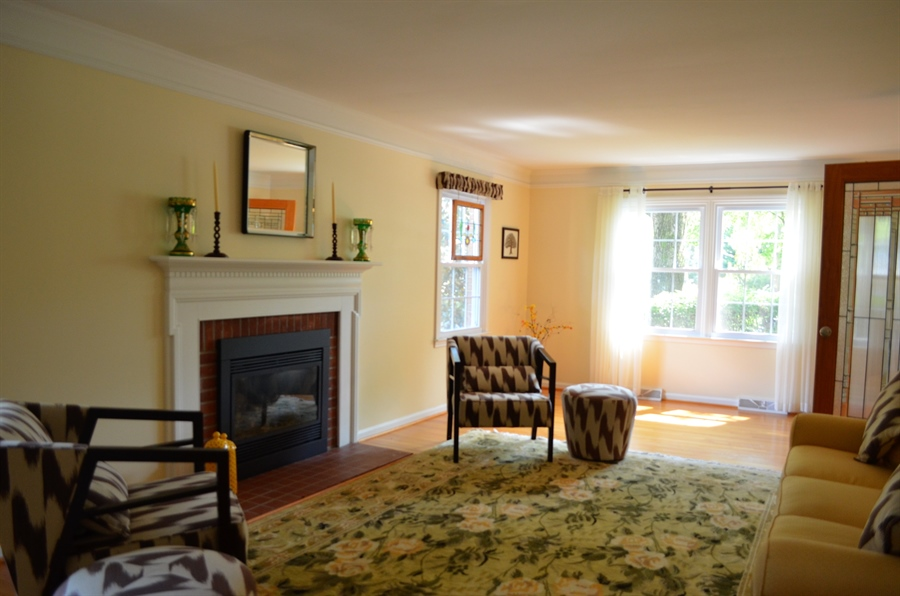 Real Estate Photography - 3207 Delwynn Dr, Wilmington, DE, 19803 - Gas Fireplace and Crown Molding in Liv.Rm