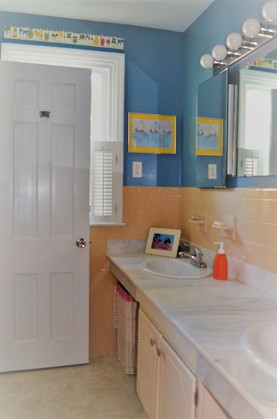 Real Estate Photography - 3207 Delwynn Dr, Wilmington, DE, 19803 - Double Sinks in Hall Bathroom