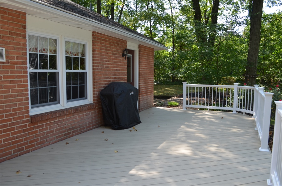 Real Estate Photography - 3207 Delwynn Dr, Wilmington, DE, 19803 - NEW Relaxing Trex Deck