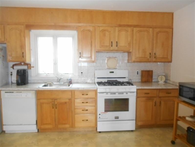 Real Estate Photography - 613 McKennans Church Rd, Wilmington, DE, 19808 - Kitchen