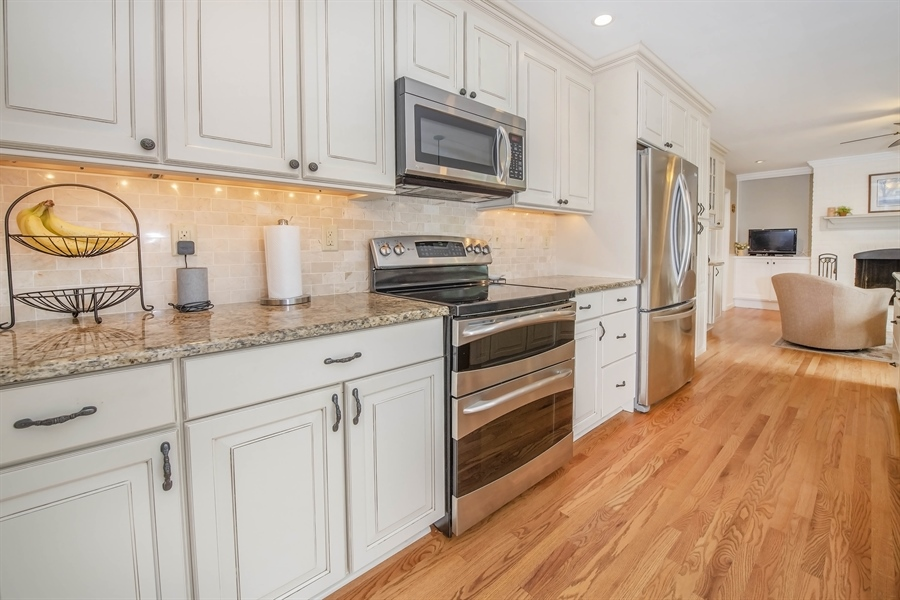 Real Estate Photography - 700 Fawn Rd, Newark, DE, 19711 - well appointed with stainless appliances
