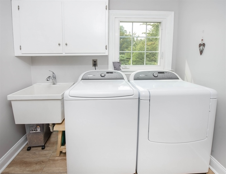 Real Estate Photography - 700 Fawn Rd, Newark, DE, 19711 - Laundry room