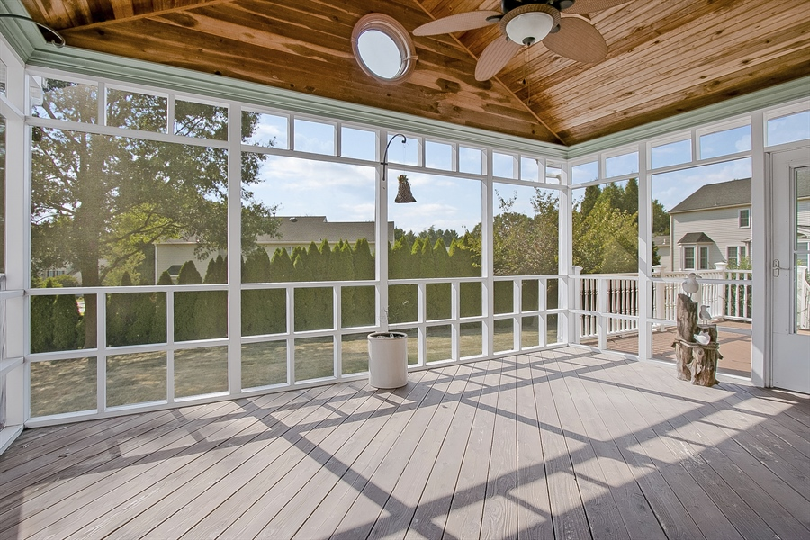 Real Estate Photography - 5 Grosbeak Ln, Newark, DE, 19711 - Amazing Screened-In Porch