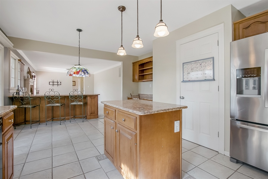 Real Estate Photography - 5 Grosbeak Ln, Newark, DE, 19711 - Large Kitchen Island