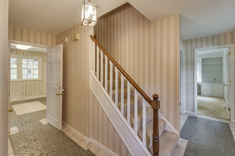 Real Estate Photography - 806 N Country Club Dr, Newark, DE, 19711 - Foyer