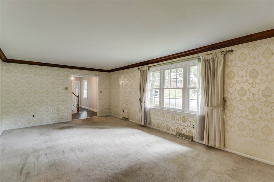 Real Estate Photography - 806 N Country Club Dr, Newark, DE, 19711 - Living Room