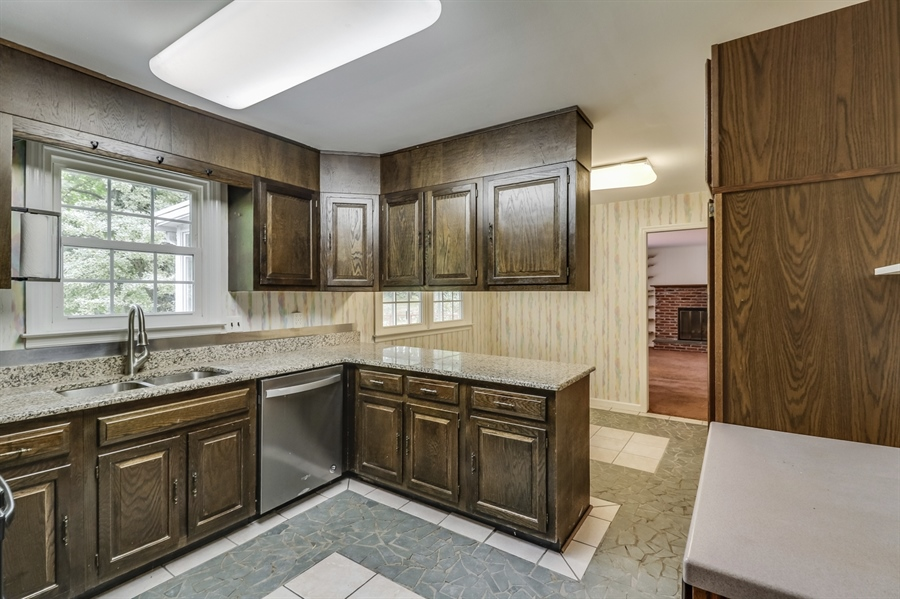 Real Estate Photography - 806 N Country Club Dr, Newark, DE, 19711 - Kitchen