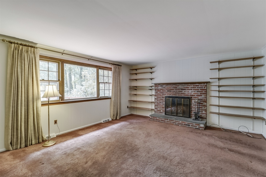 Real Estate Photography - 806 N Country Club Dr, Newark, DE, 19711 - Family Room