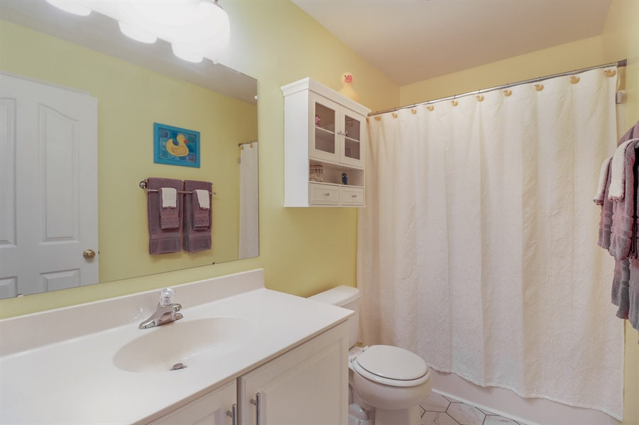 Real Estate Photography - 915 Benalli Dr, Middletown, DE, 19709 - Hall full bath