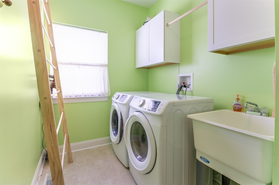 Real Estate Photography - 915 Benalli Dr, Middletown, DE, 19709 - Laundry room with utility sink
